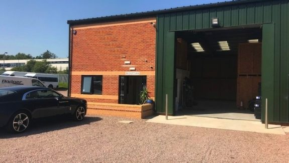 BARNSTABLE NORTH DEVON – VAN HIRE AND SELF STORAGE BUSINESS – FREEHOLD £1,200,000 REF VSM322D