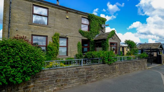 WEST YORKSHIRE CATTERY AND KENNELS – FREEHOLD £625,000 REF VKC333Y