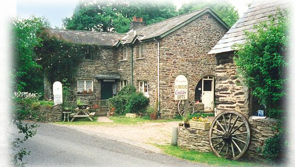 EXMOOR NATIONAL PARK, FREEHOLD TEAROOMS AND SHOP WITH OWNERS ACCOMMODATION – FREEHOLD £495,000  REF VC346S